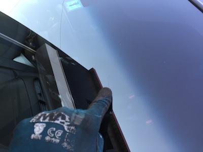 フィット フロントガラス 修理