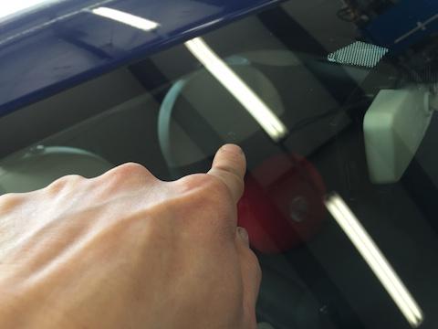 フィアット 500 フロントガラス 修理