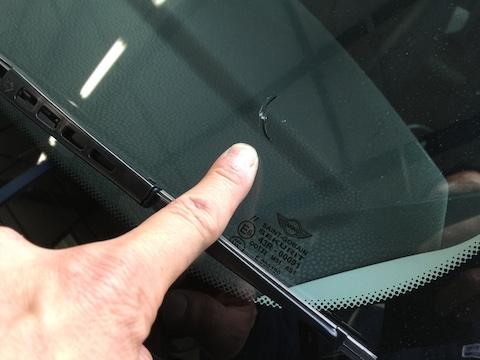 ミニ フロントガラス 修理