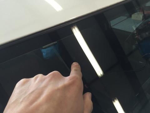 ヴォクシー フロントガラス 飛び石 修理