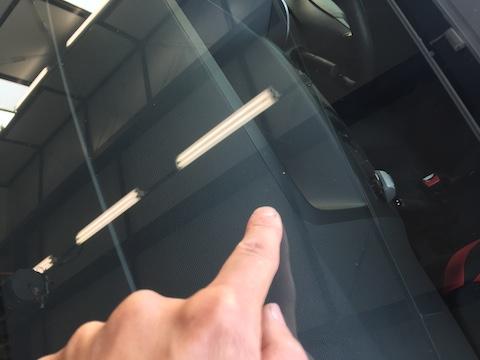 プレサージュ フロントガラス 飛び石 修理