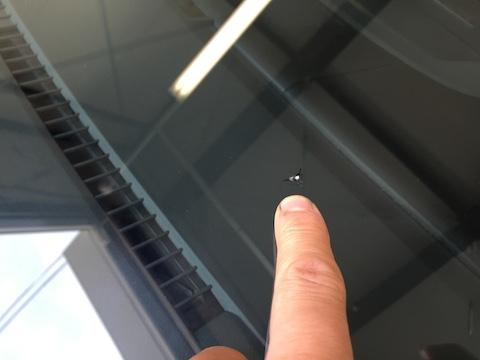 デリカ D5 フロントガラス 修理 飛び石