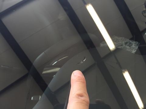 ベンツ CLA180 フロントガラス 飛び石 修理