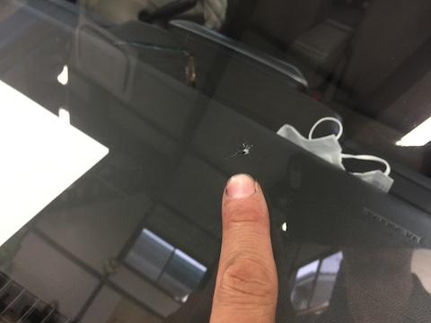 パレット フロントガラス 飛び石 修理 ウインドリペア