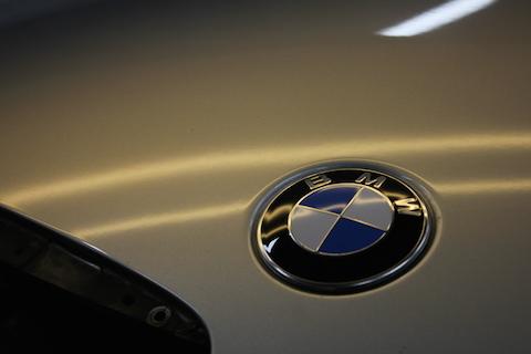 BMW ボンネット へこみ 修理 デントリペア