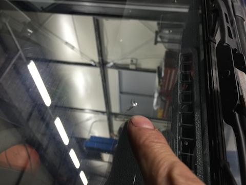ジムニー フロントガラス 飛び石 修理 ウインドリペア