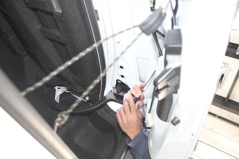IS300h トランク へこみ 修理 デントリペア