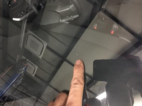 ソリオ フロントガラス 飛び石 修理 ウインドリペア