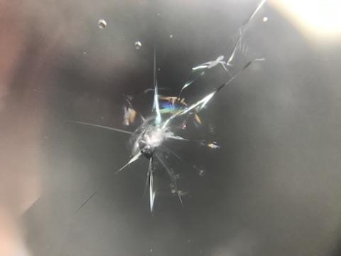 キューブ フロントガラス 飛び石 修理 ウインドリペア