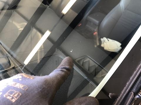 レボーグ フロントガラス 飛び石 修理 ウインドリペア
