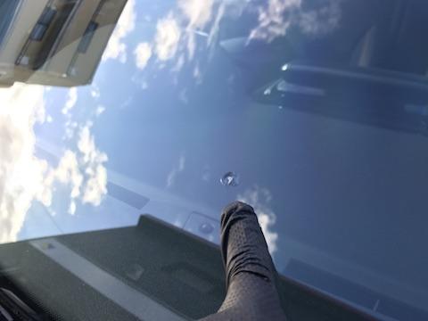 プジョー 308 フロントガラス 飛び石 修理 ウインドリペア