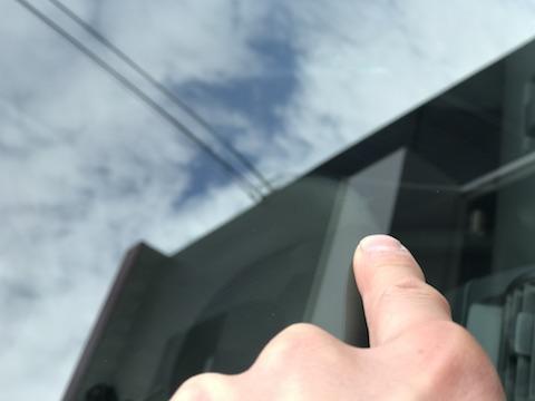 フィット フロントガラス 飛び石 修理 ウインドリペア