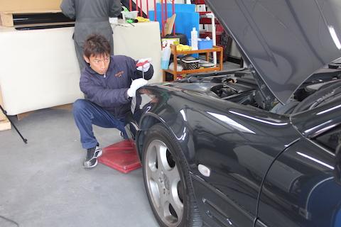 ベンツ SL500 ヘコミ フェンダー 修理 デントリペア