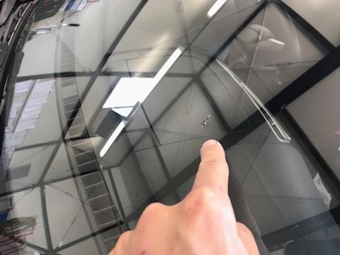 スイフト フロントガラス 飛び石 修理 ウインドリペア