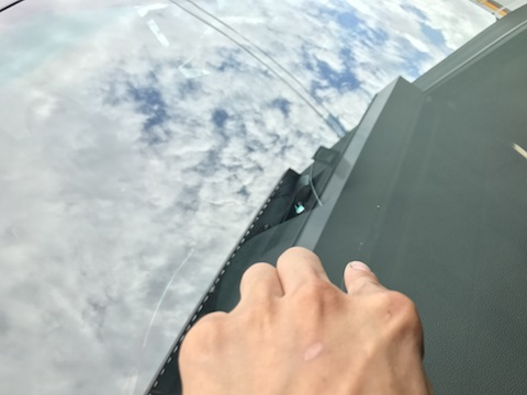 IQ フロントガラス 飛び石 修理 ウインドリペア