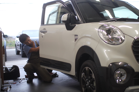 キャスト ドア ヘコミ 修理 デントリペア 新車