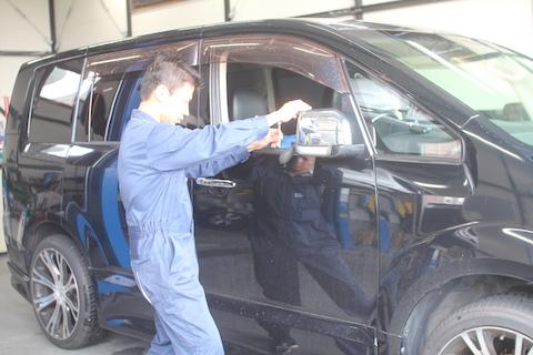 デリカ D5 ヘコミ 修理 デントリペア ドア