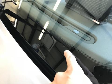セドリック タクシー フロントガラス 飛び石 修理 ウインドリペア