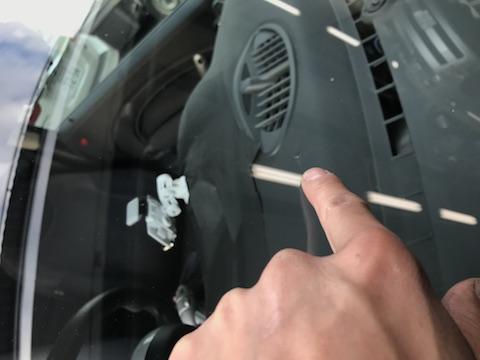 ミニ フロントガラス 飛び石 修理 ウインドリリペア