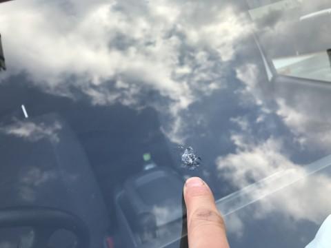 大阪のフロントガラス修理、仕事中でも40分〜のピットイン!