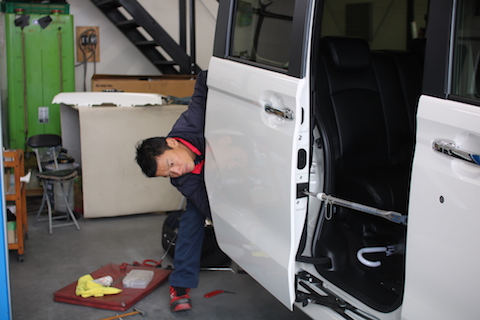 新車のヘコミ修理は、絶対にデントリペア!