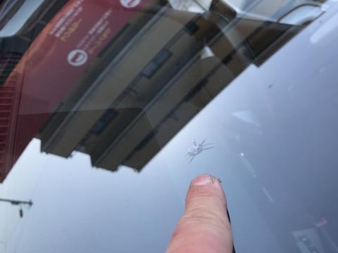 フロントガラスの傷は、交換しなくても直ります!