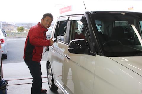 ドアパンチで車にヘコミが出来たら、デントスマイルの修理が一番!