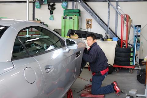 塗装しない、車のリアフェンダーのヘコミ修理