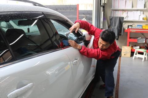 安い車のへこみ修理はデントリペア