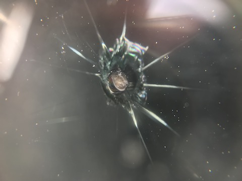 フロントガラス飛び石修理、ウインドリペアのDIYせず任せて良かった!