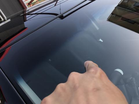 限界を超えた、フロントガラスの大きな飛び石の傷・ヒビを修理します!
