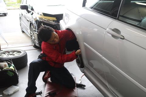 大事な愛車のBMW、塗装しないヘコミ直しのデントリペアで綺麗に修理!