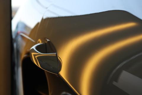 車のドアにできたヘコミの直し方は、塗装しないデントリペア!