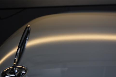 輸入車の硬いボディもデントリペアでヘコミが直ります!
