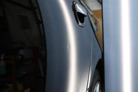 大事な愛車、塗装しない修理方法デントリペアでお悩み解決!