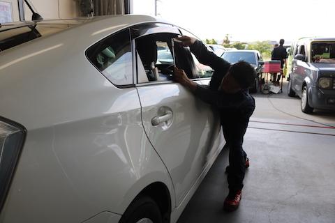 塗装しないで、車の価値を下げないヘコミ修理方法とは?