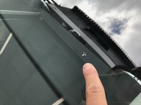 車のフロントガラス飛び石は直ります!
