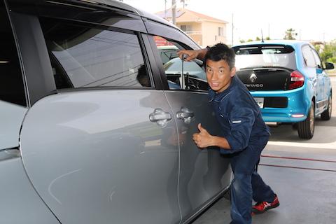 車のドアエッジのヘコミも、デントリペアで即日施工!