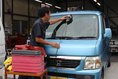 フロントガラスの飛び石被害のヒビ修理で車検合格!