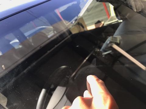 大阪でフロントガラスのウインドリペア修理はデントスマイルにご相談ください