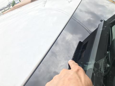 フロントガラス端のヒビで、無理な修理も可能です!