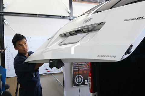 車のヘコミ・えくぼ修理のデントリペア(PDR)