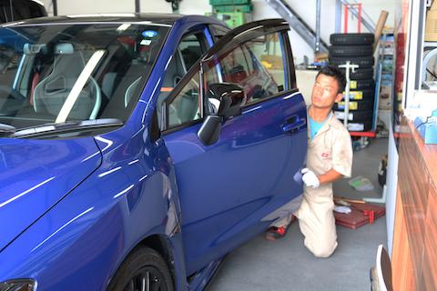 車のドアのヘコミを一番綺麗に直す方法で、修理代もお得に!