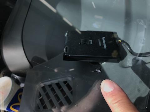 フロントガラスのヒビ・割れ、暑さで傷が伸びるので急いで修理を!