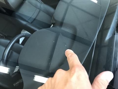 車のフロントガラスのヒビ修理、ガラスリペアで解決!