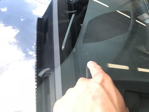ベンツのフロントガラスにヒビ!ガラス交換せずに修理出来ます!