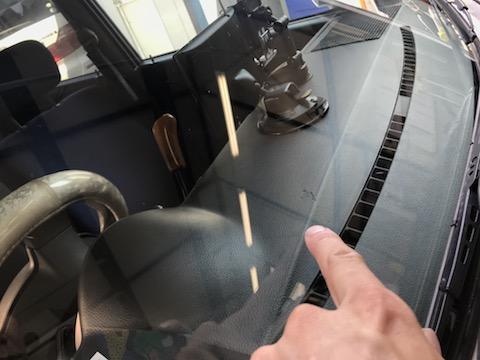 フロントガラスのヒビ・割れ、限界以上も修理・車検合格!