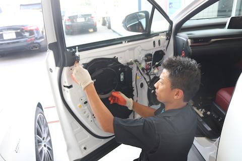 新車のレクサスRXにヘコミ!デントリペアで板金せずに即日修理!
