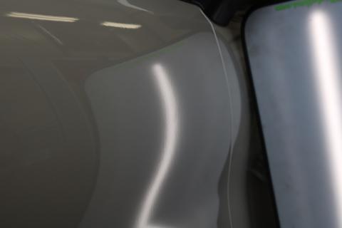 車のフロントフェンダーにヘコミができても、デントリペアで即日解決!
