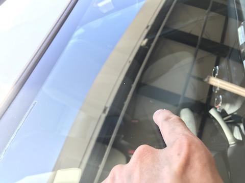 高級車の高額なフロントガラス交換せずにウインドリペア